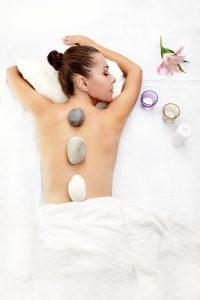 masaż z użyciem świec