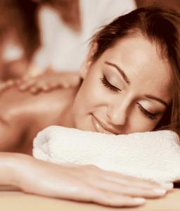 na czym polega masaż świecami